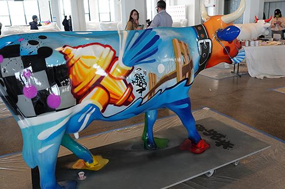 New York graffiti cow