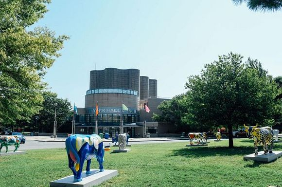 Photo of CowParade cows at the New York Hall of Science.
